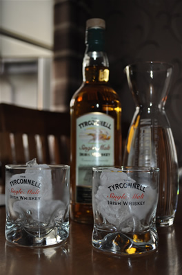 tyrconnell-whiskey-and-glasses